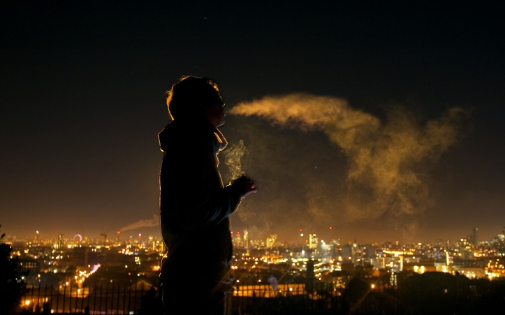 mood_alone_tranquil_solitude_people_men_males_boy_cities_scenic_lights_night_cigarette_smoke_1920x1200